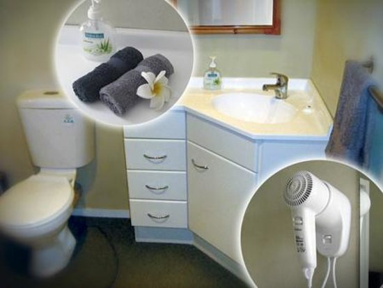 Rotorua City Homestay: Bathrooms, WC, vanity, large shower, hairdryer