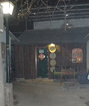 Hani Gejiu Restaurant: Find this place! It's 50m south off the hutong going east of the Bell tower.