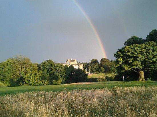 Shrigley Hall Golf Course: Hotel & 18th green