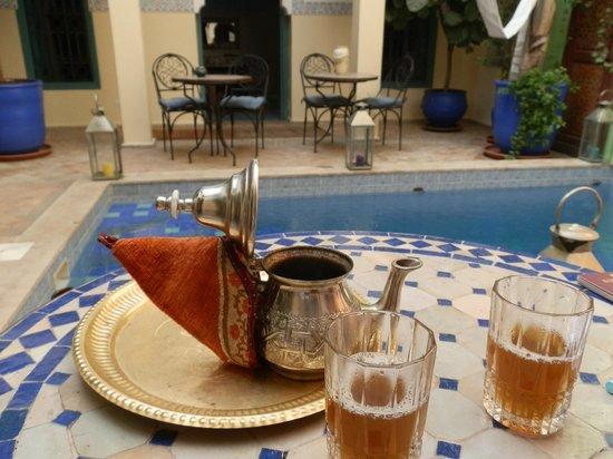 Riad Caesar : mint tea..mentre aspettavamo la camera:-)