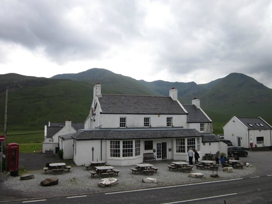 Cluanie Inn: View from the front