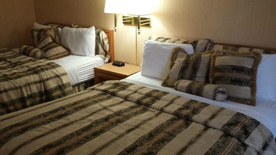 First Canada Inns : Comfortable beds and pillows