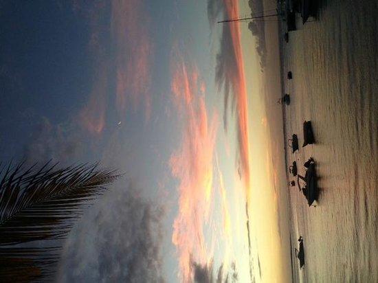 Paradis Beachcomber Golf Resort & Spa: sunset