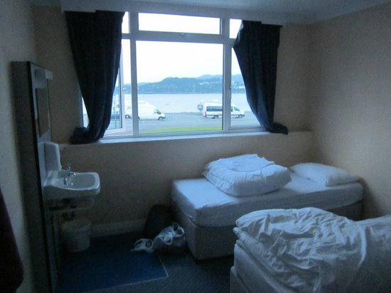 Saucy Marys Lodge : My bed under the window