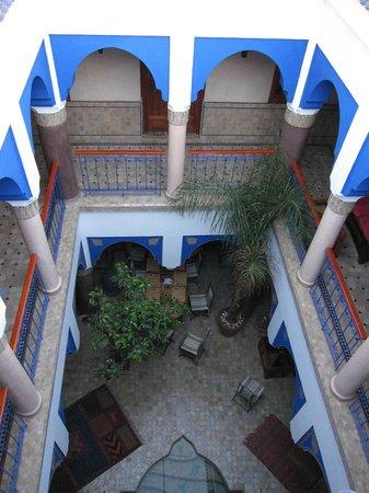 Riad Kenzo: vue du patio depuis la terrass