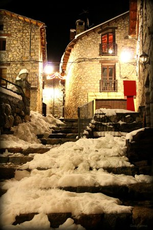 Hotel Casa Cornel: The old village of Cerler with snow