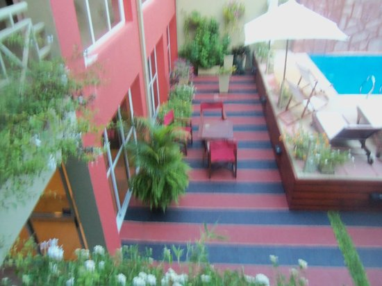 Hotel Jardín de Iguazú: Pileta   y  areas  de  descanso.