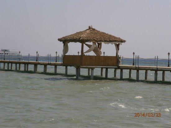 Amwaj Blue Beach Resort & Spa: the pier