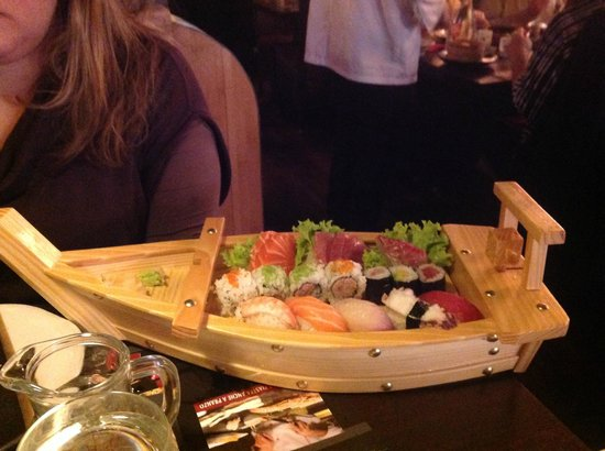 Pingusto : La barca di sushi misto