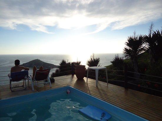 Pousada Sentinelas do Mar: Por do sol visto da piscina.