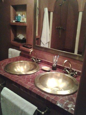 Dar Amanza: salle de bains de la suite