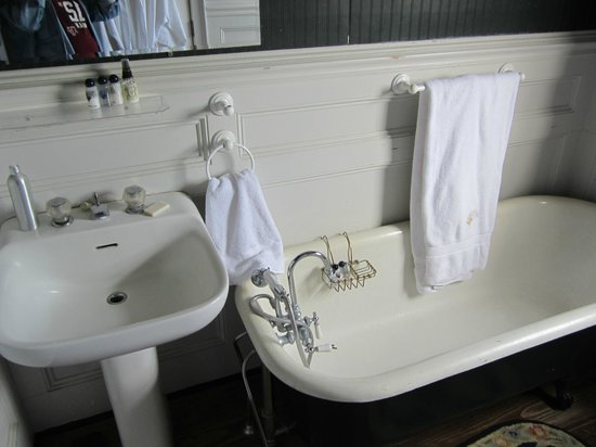 Texas Ranch Life Accommodation: Love the antique tub & sink