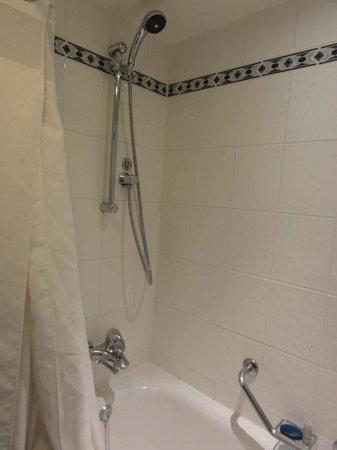 Holiday Inn London Kensington Forum: Banheiro