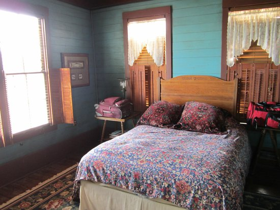Texas Ranch Life Accommodation: Master bedroom, great view of the lake