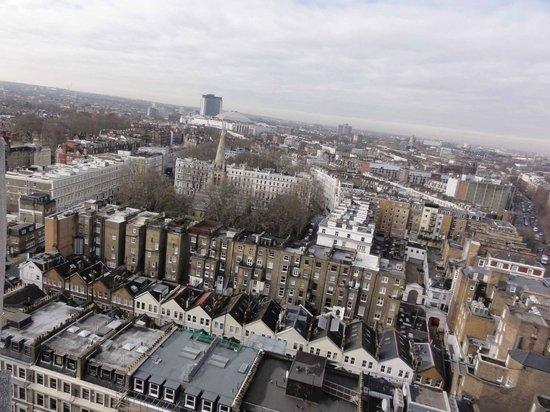Holiday Inn London Kensington Forum: Vista do Quarto