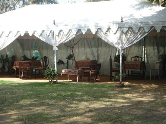 Hotel Anuraag Villa : Covered Tent for food