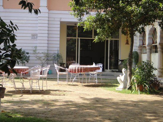 Hotel Anuraag Villa : lawn
