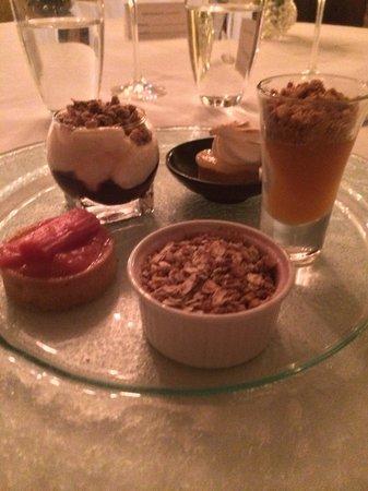 Restaurant Gilmore at Strine's Farm: Assiette of desserts