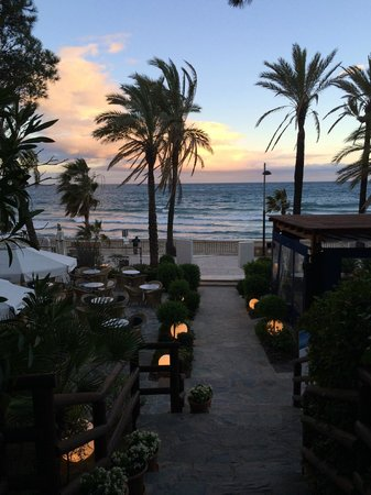 Gran Melia Don Pepe: sunset from beach