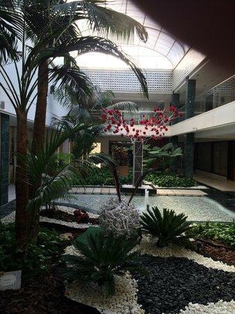 Gran Melia Don Pepe: lobby area