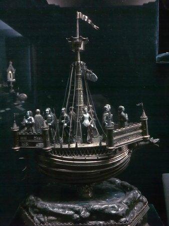 Palais du Tau: St Ursula's nef