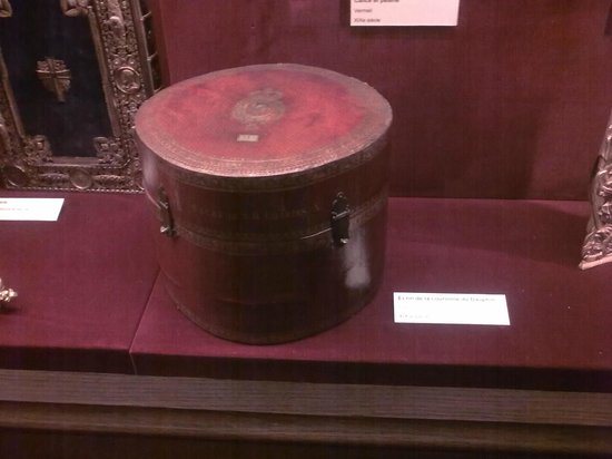 Palais du Tau: Crown box