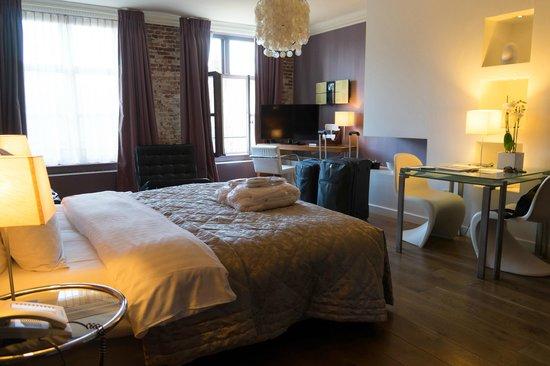 Hotel De Tuilerieen: Zimmer 241