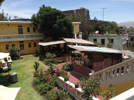 Casa de Avila - For Travellers: Courtyard and area where cooking classes are held
