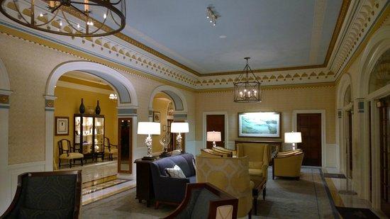 Grande Colonial La Jolla: Lobby Sitting Room