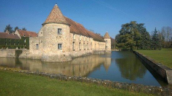Ch teau de derri re picture of chateau de villiers le mahieu villiers le m - Villiers le bacle chateau ...