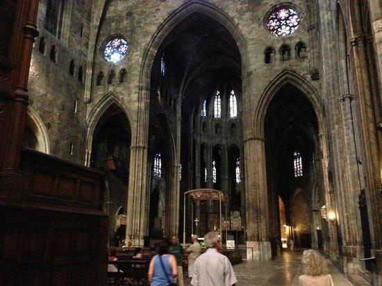 Girona Cathedral (Catedral): Nave central con el ábside al fondo