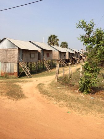 Camboquad: Small huts in the villages surrounding the killing fields area on quad country life tour