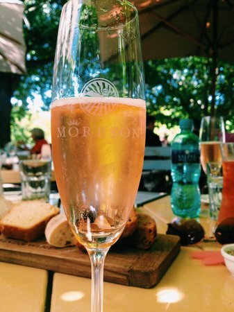 Bread and Wine: Môreson brut rosé