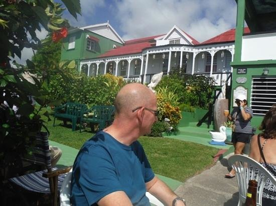 Clay Villa Plantation House & Gardens: Refreshment after the tour