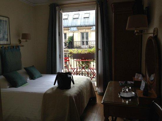New Orient Hôtel : Room & view
