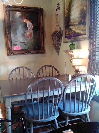 Sweet Tea and Biscuits Cafe: Each table is a different vignette