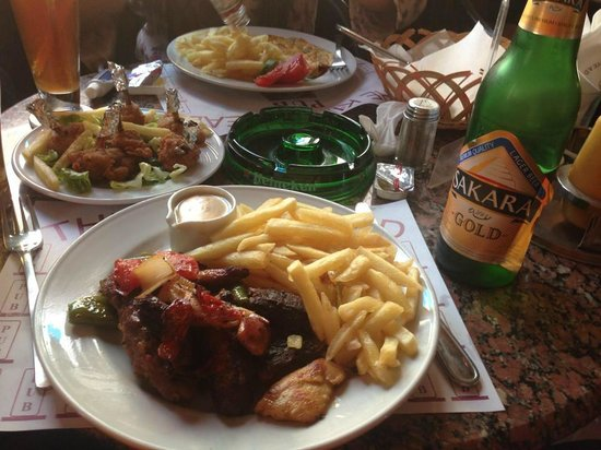The Kings Head Pub and Restaurant: Mixed Grill! Side of chicken wings!