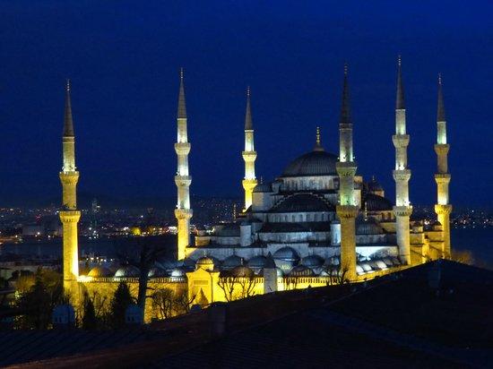 """Lausos Hotel: La mosquée bleue """"encore"""" avant de s'endormir"""