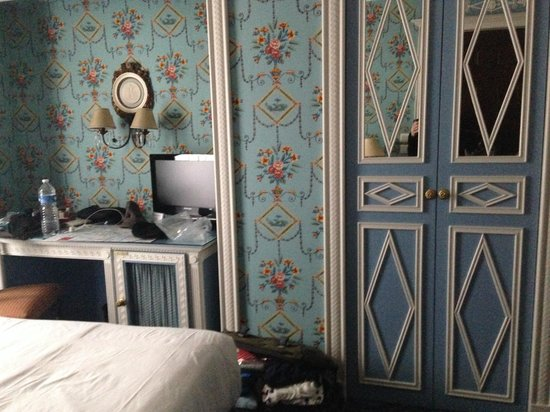 Hotel des Grands Hommes: Another view room