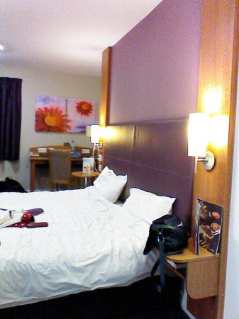 Premier Inn Leeds City Centre (Leeds Arena) Hotel : immaculate room