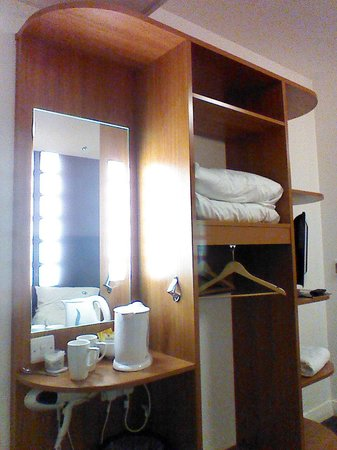 Premier Inn Leeds City Centre (Leeds Arena) Hotel : clean, tidy and spacious