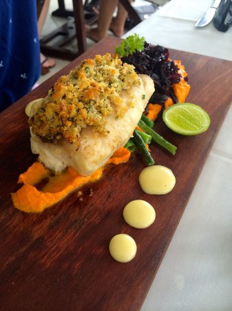 Tamanu on the Beach : The best Poulet Fish!