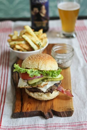 Canoe Brewpub: Burger and handcrafted pint