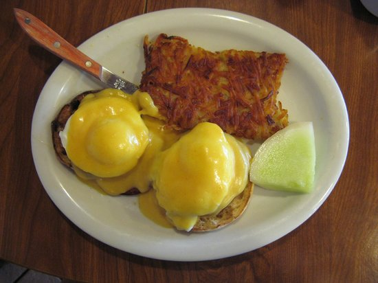 Redwood Cafe: Eggs Benedict