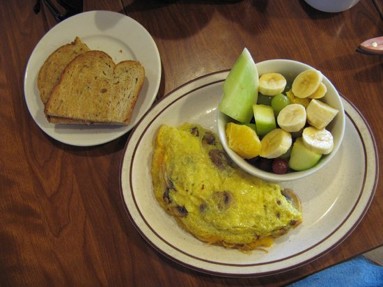 Redwood Cafe: Mushroom and Cheddar Omelet