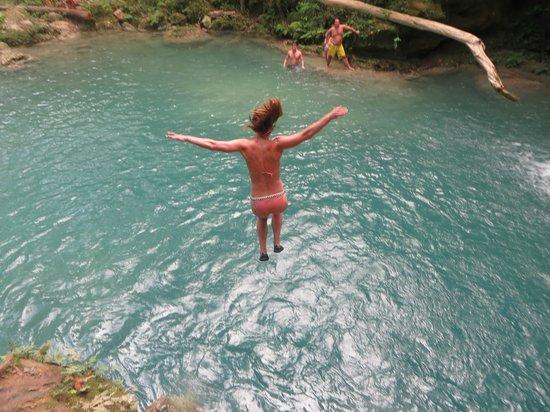 Island Gully Falls: Banzaiiiiii!