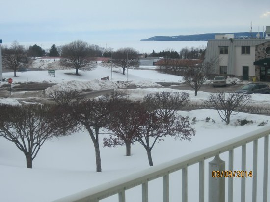 The Apple Tree Inn : Little Traverse bay from our balcony
