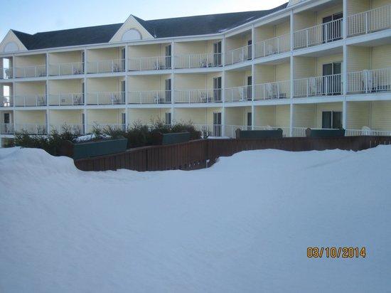 The Apple Tree Inn : room balconies