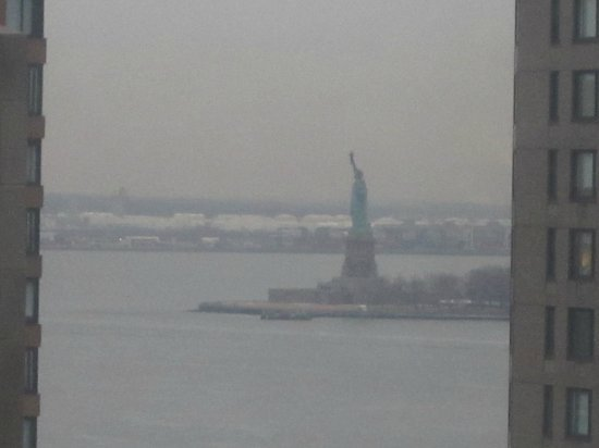 New York Marriott Downtown : Statue of Liberty from our room