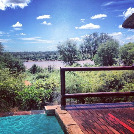 Bushwise Safaris: Pool Overlooking Kruger